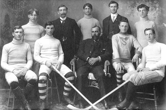 1967 0035 0001 - hockey team C1905