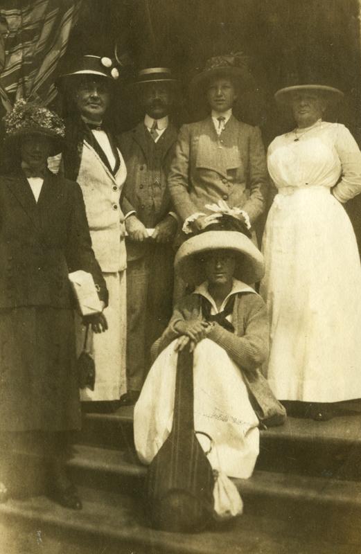1993 0051 0197 @ Edgehill Sept 1912 waiting for the Carlotta_b