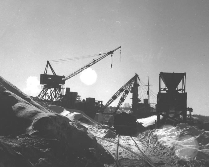 2004 0083 0052 coal dock..